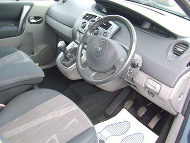Renault Grand Scenic 1.9 dCi Diesel Dynamique 7 - Image 5