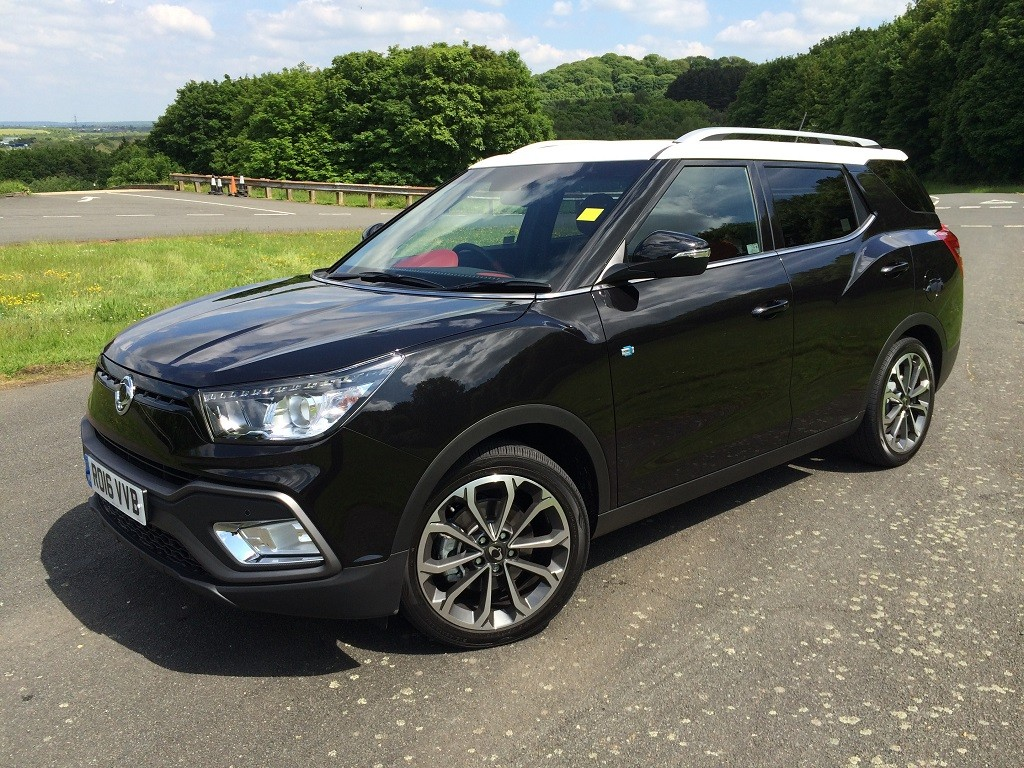 ssangyong tivoli xlv review read ssangyong tivoli xlv reviews. Black Bedroom Furniture Sets. Home Design Ideas